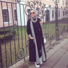 long tunic and cardigan hijab, Hulya Aslan hijab fashion looks http://www.justtrendygirls.com/hulya-aslan-hijab-fashion-looks/
