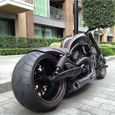 Harley Davidson V-Rod - Custom Motorcycles - motorrad frauen Harley Night Rod, Harley V Rod, Harley Gear, Vrod Harley, Motos Harley, Harley Bobber, Custom Street Bikes, Custom Bikes, Harley Davidson Road Glide