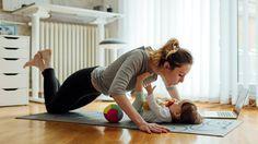 Motricité de bébé : 5 exercices faciles à faire à la maison
