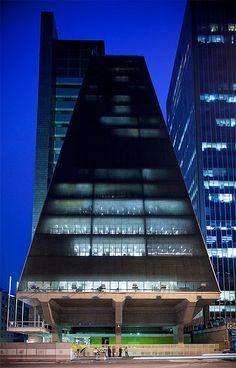 Edifício FIESP-CIESP-SESI, São Paulo, SP. Architect Rino Levi