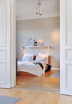 Bedroom decor inspiration. yup, low bed, white sheets an good lighting!