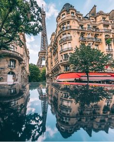 You can't stroll far in Paris without stumbling upon an impossibly breathtaking view 🇫🇷 courtesy of Eiffel Tower Photography, Travel Photography, Beautiful Places To Travel, Beautiful Hotels, Hotels And Resorts, Best Hotels, Voyager Loin, Explore Travel, Paris Hotels