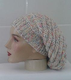 Touca longa. Confecção com lã de ótima qualidade. Trabalho Artesanal  Comprimento. 30 cm d9bec3a3619