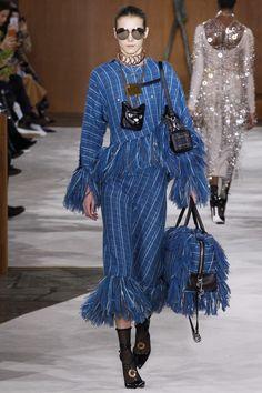 Loewe Fall 2016 Ready-to-Wear Collection Photos - Vogue Paris Fashion Week 2016, Winter Fashion 2016, Autumn Fashion, Runway Fashion, Fashion Show, Fashion Design, Fashion Trends, 2016 Trends, Designer Collection