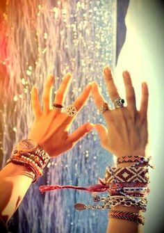 I love these handmade little bracelets. Gotta make some for myself! Perfect boho beach accessories
