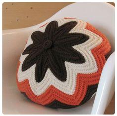 Razzamatazz Pillow Free Crochet Pattern from The Yarn Box
