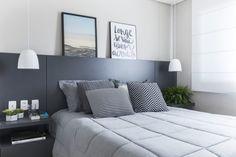 Cabeceira de casal: 60 modelos para incrementar o visual da sua cama Home Decor Furniture, Home Decor Bedroom, Modern Bedroom, Home Suites, String Lights In The Bedroom, House Front Design, Pretty Bedroom, Home Decor Inspiration, Decoration