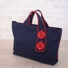 Big button flat bag agate red – Bag World Bag Patterns To Sew, Tote Pattern, Denim Tote Bags, Denim Crafts, Jute Bags, Recycled Denim, Fabric Bags, Quilted Bag, Handmade Bags
