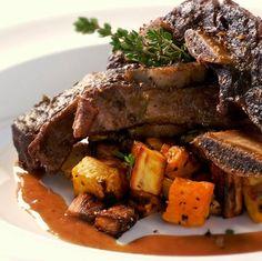 Braised Beef Short Ribs Braised Short Ribs, Beef Short Ribs, Braised Beef, Beef Ribs, Rib Recipes, Crockpot Recipes, Cooking Recipes, Yummy Recipes, Yummy Food