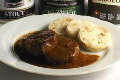 Delší dobu přípravy, která posunuje tento recept mezi sváteční, nám vynahradí výjimečná sladkotrpká chuť černého piva. Chicken Paprikash, Food Videos, Stew, Muffin, Pork, Low Carb, Cooking Recipes, Sweets, Meat