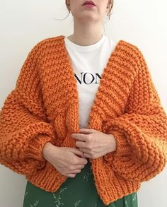 Remembering that summer crush of 2018 & those freckles 💔 The Bee Bomber In Orange Crush ✨✨✨ de moda tejido de punto Trend Fashion, Look Fashion, Fashion Outfits, Choice Fashion, Pullover Design, Sweater Design, Crochet Clothes, Diy Clothes, Big Cardigan