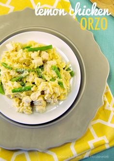 Lemon Chicken Orzo is a great weeknight meal that everyone will love! #recipes #dinner #chickenrecipes
