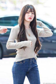 Irene-Redvelvet 190729 Incheon Airport to HongKong Red Velvet アイリーン, Red Velvet Irene, Seulgi, Red Valvet, Velvet Fashion, Korean Star, K Idol, Kpop Fashion, Beautiful Asian Girls