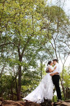 A fotografia de Lupercio Pandim foi a vencedora da categoria Ensaio do 2º Concurso Fotografia de Casamento, em 2013. Hera, Wedding Dresses, Fashion, Wedding Photography, Pictures, Bride Dresses, Moda, Bridal Gowns, Wedding Dressses
