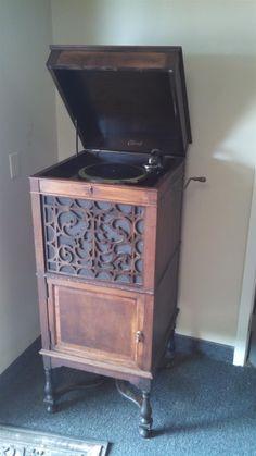www.m37auction.com: Antique Edison Phonograph - Includes Edison Disc Records - Good, Working Condition