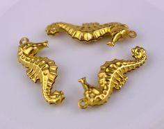 26x11mm Raw Brass Stamping Filigree Seahorse Pendant b75 (10pcs)