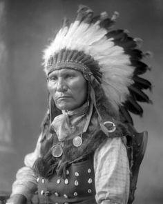 Little Soldier (aka Louie Sitting Bull) - Hunkpapa - circa 1926 - Sitting Bull's son. Native American Warrior, Native American Pictures, Native American Artwork, Native American Beauty, Native American Tribes, Native American History, American Indians, Native Americans, Guerrero Tattoo