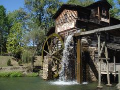 Old Grist Mill, Water Powers, Water Mill, Interesting Buildings, Building Art, Old Barns, Old Buildings, Le Moulin, Covered Bridges