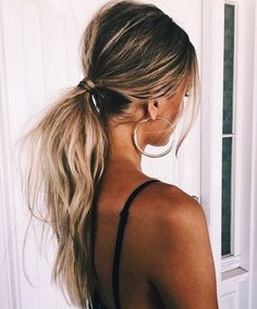 Tousled Low Ponytail - The Coolest Ponytail Hairst. Tousled Low Ponytail – The Coolest Ponytail Hairstyles Ever – Photos Winter Hairstyles, Messy Hairstyles, Hairstyle Ideas, Beach Hairstyles, Female Hairstyles, Blonde Hairstyles, Makeup Hairstyle, Wedding Ponytail Hairstyles, Latest Hairstyles