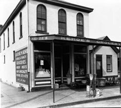 Kehoe's Grocery exterior, 1930. :: Caufield & Shook Collection