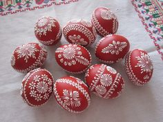 How to Make Chocolate Eggs with Balloons Easter Egg Pattern, Easter Egg Dye, Polish Easter, Egg Shell Art, Easter Egg Designs, Ukrainian Easter Eggs, Diy Ostern, Egg Art, Easter Holidays
