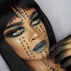 Halloween Makeup Tutorials and ideas that will make your Halloween costume . Makeup Tutorials and Costume Ideas,Ideas de maquillaje de halloween Mummy Makeup, Witch Makeup, Scary Makeup, Eye Makeup, Makeup Case, Horror Makeup, Zombie Makeup, Cool Halloween Makeup, Halloween Looks