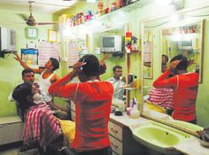David Bailey's photograph 'Barbershop, Delhi'