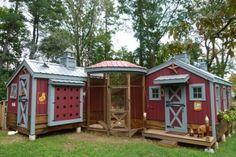 amazing chicken coop http://media-cache2.pinterest.com/upload/214413632229407199_Kd3Jv40Y_f.jpg gripgirl farming