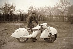 Killinger und Freund Motorrad - One motorcycle was discovered by the US Army in the spring of 1945 at a German military installation, but it is not known if this was the original prototype or another Killinger und Freund Motorrad.