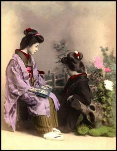 Japanese Geisha and Maiko looking at various photographic books and albums, 1890 to From original photos in the Okinawa Soba Collection. Japanese History, Japanese Beauty, Japanese Culture, Samurai, Photos Du, Old Photos, Vintage Photographs, Vintage Photos, Old Photography