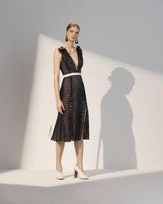 Prabal Gurung Resort 2018 Fashion Show Collection Fashion 101, Vogue Fashion, Fashion Week, Runway Fashion, Street Fashion, Style Photoshoot, Vogue Paris, Prabal Gurung, Luxury Dress