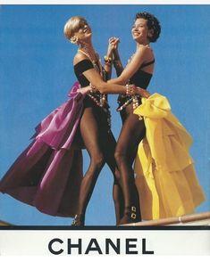 2018/03/14 03:02:45 Vintage Chanel    Buona Serata • • • #goodevening #buonaserata #chanel #vintage #lindaevangelista #christyturlington #topmodel #anni90 #summer #news #newblog #imalalingua #italy #fashion #art #design #lifestyle #interiordesign #beauty #music #movies #eventplanner #pic #picoftheday #photo #followus