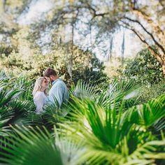 Charleston, SC city park engagement. Charleston engagement photography by Charleston husband & wife engagement photographers @billiejojeremy.  #engaged #charlestonengagement #engagementphotography #southernengagement #palms