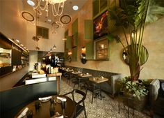Vintro Hotel & Kitchen: This luxury boutique hotel is located in the northern part of South Beach on Collins Canal, two blocks from the ocean, one block from the Miami Beach Convention Center and a short walk to restaurants. #Miami #Hotels