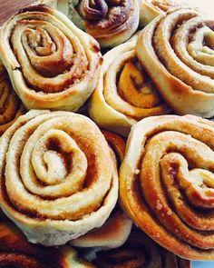 Vegan Swedish cinnamon buns, a great recipe from the baking category. Ratings: Average: Ø Vegan Swedish cinnamon buns, a great recipe from the baking category. Ratings: Average: Ø Cake Recipes, Vegan Recipes, Dessert Recipes, Dinner Recipes, Food Cakes, Bolo Vegan, Vegetarian Lifestyle, Vegan Sweets, Vegan Food