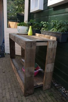 Awesome Pallet Potting Bench / Side Table  #garden #palletpottingbench #pallettable #recyclingwoodpallets A nice large potting table, which also can be used as a side table when we're having a garden party.  ...