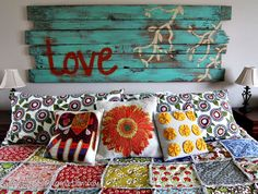 {the quilt is gorgeous, but I love the sign above!}