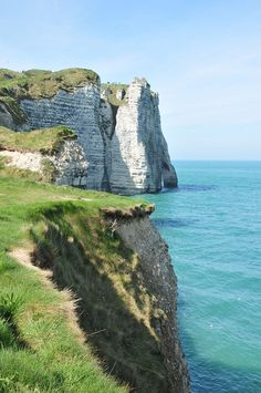 Mini road-trip on the Alabaster Coast: from Etretat to Veules-les-Roses - Trend Camping Fashion 2020 Paris France Travel, Paris Travel Tips, France Destinations, Travel Destinations, Etretat Normandie, Falaise Etretat, Belle France, Day Trip From Paris, Road Trip
