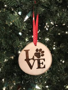 Dogs Toys To Buy - Dogs Pitbull Videos - Dogs Treats Packaging - Dogs Cat Hug - Samoyed Dogs Icon Wooden Christmas Ornaments, Dog Ornaments, Christmas Wood, Christmas Projects, Christmas Decorations, Beach Christmas, Wood Burning Crafts, Holiday Crafts, Wood Slices