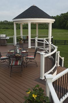 Trex Transcend decking features a capped composite design, which prevents molding and is also fade and scratch resistant, ensuring that your deck will maintain its vibrant color and luxurious finish for years to come. #outdoorliving #backyard #deck