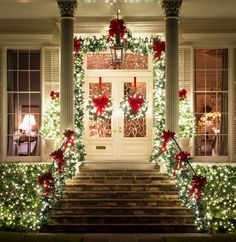 26 Best Christmas Porch Decoration Ideas That Can Help In Making Your Front Porch Looks Good – Outdoor Christmas Lights House Decorations Christmas Front Doors, Exterior Christmas Lights, Theme Noel, Outdoor Christmas Decorations, Christmas Porch Ideas, Christmas Outdoor Lights, Christmas House Lights, Elegant Christmas Decor, Houses Decorated For Christmas