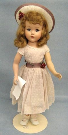 Vintage Doll - looks like a Madame Alexander Binnie Walker! Victorian Dolls, Antique Dolls, Vintage Dolls, Victorian Dollhouse, Modern Dollhouse, Doll Toys, Baby Dolls, Quilts Vintage, New Dolls