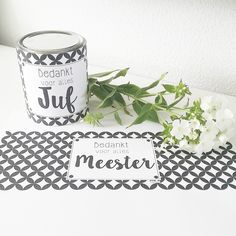 Joehoeee daar ben ik weer...   met weer een super leuke free printable. Via mijn bijdeb Facebook pagina    vroeg iemand mij, of dat ik ... Craft Presents, Little Presents, Little Gifts, Teacher Appreciation Gifts, Teacher Gifts, Kids Birthday Treats, Diana, Idee Diy, Printing Labels