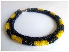 Beading_collar tejido con mostacillas en negro y amarillo. by www.facebook.com/Rolina.easygoing