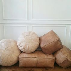 Leather Pouf Ottoman von viaMelinda auf Etsy https://www.etsy.com/de/listing/240038494/leather-pouf-ottoman