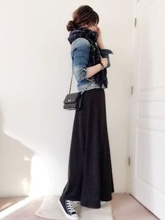 Lovable Long Skirt Outfits Ideas A long skirt looks elegant at any occasion it is worn to. It is an essential piece of clothing for […] Long Skirt Outfits, Rock Outfits, Fall Outfits, Long Black Skirt Outfit, Long Skirts, Long Black Skirts, Teen Outfits, Pretty Outfits, Cute Outfits
