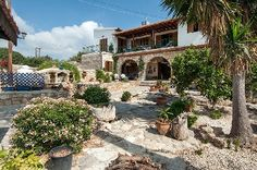 Anoyria Traditional Villa - Traditional architectural gem, you'll love it.  High perimeter stone walls &  home packed with fabulous traditional features that are awe inspiring.  Huge stone fireplace,  recesses and stone built-in sitting benches.... You can write a book about it!