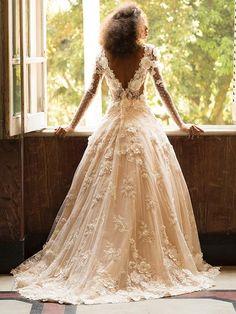 Sonha em se casar como princesa? Veja onde achar um vestido bolo dos sonhos - 02/02/2017 - UOL Estilo de vida