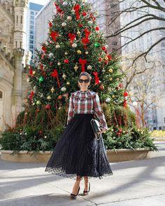 Jenn Lake (@jenniferlake) • Fotos y vídeos de Instagram Preppy Fall Fashion, Autumn Fashion, Tartan, Plaid, Dress And Heels, Holiday Festival, Cozy Sweaters, Preppy Style, Smocking
