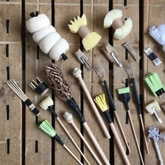 Painting Tools, Drawing Tools, Drawing Faces, Pottery Techniques, Art Techniques, Ceramic Tools, Clay Tools, Calligraphy Tools, Pottery Tools
